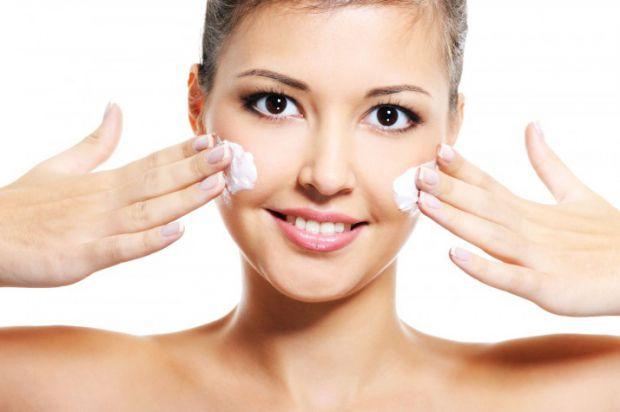 Якщо ви - власниця комбінованої шкіри, тоді вам чудово відомо, як складно за нею доглядати. Тому