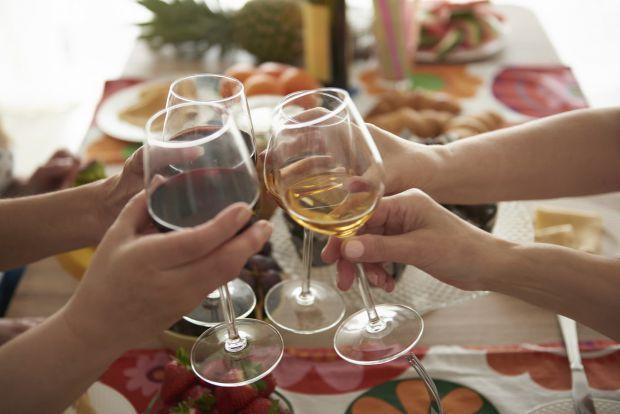 Згідно з новим дослідженням, опублікованим в Американському журналі профілактичної медицини, люди, які сильно п'ють в молодості, мають більш високий р
