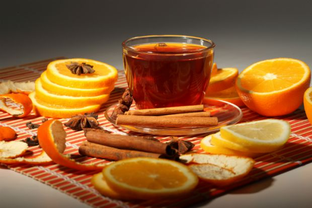 Надмірно гарячий чай подразнює не тільки слизову оболонку горла, але також стравохід і стінки шлунка.