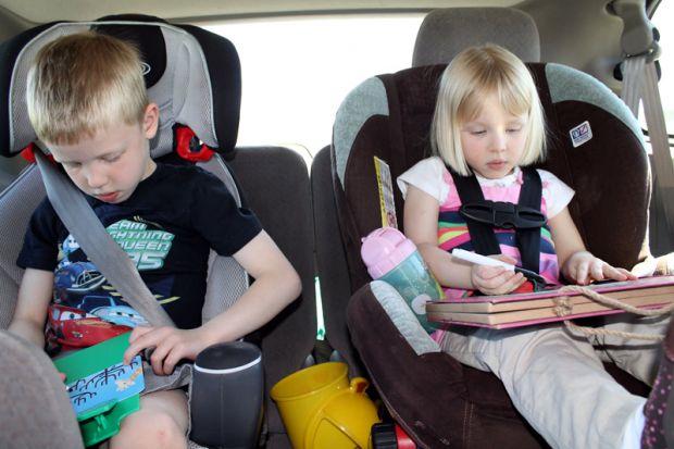 Як і чим зайняти дітей в дорозі, щоб поїздка не перетворилася на жах?