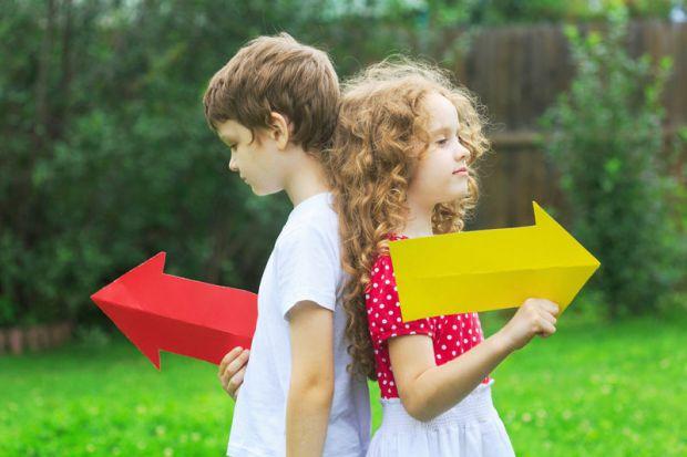 Через неуважність або з більш серйозних причин люди можуть плутати сторони - ліво і право.