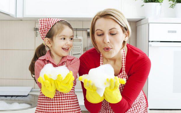 Американські фахівці встановили, що надмірна чистота також шкідлива для малюків, як і бруд.