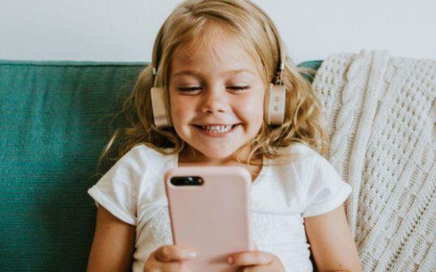 Виявляється, гаджети негативно впливають на тих дітей, які постійно ними користуються.