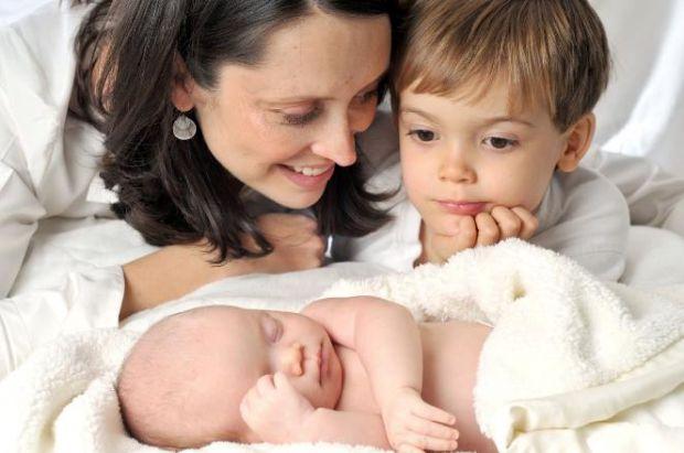 З народженням нових дітей любов мами, як відомо, не ділиться, а примножується, але діти це не розуміють, на жаль.