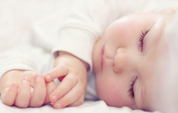 Питання про тривалість сну дитини хвилює всіх батьків незалежно від того, якого віку їх малюк - новонароджений або підліток. Нижче наведені норми сну,
