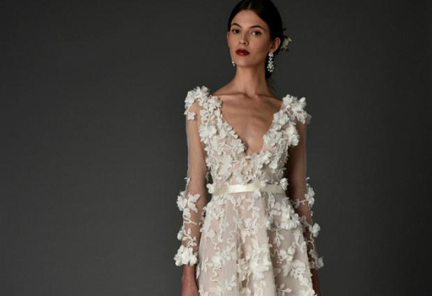 Бренд представив лукбук з розкішними весільними сукнями.
