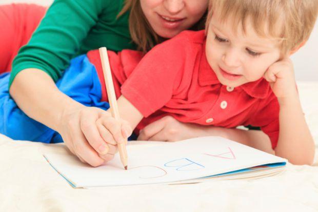 Експерти радять показати дитині літеру та асоціювати її з якимось загальновідомим предметом. У наш час візуальних та матеріальних ефектів це можна зро