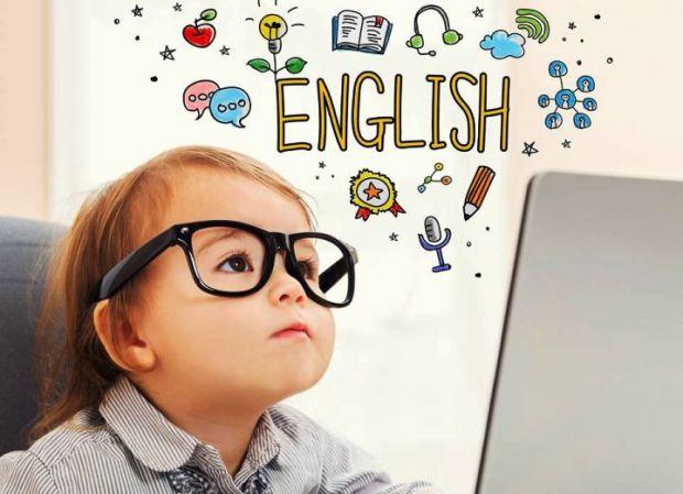 Лінгвісти запевняють, якщо почати з малюком вивчати англійську мову, то вже до 15 років він зможе опанувати кілька мов.