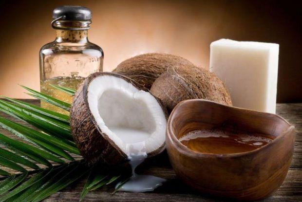Кокосове масло допоможе волоссю стати живішим і здоровішим.