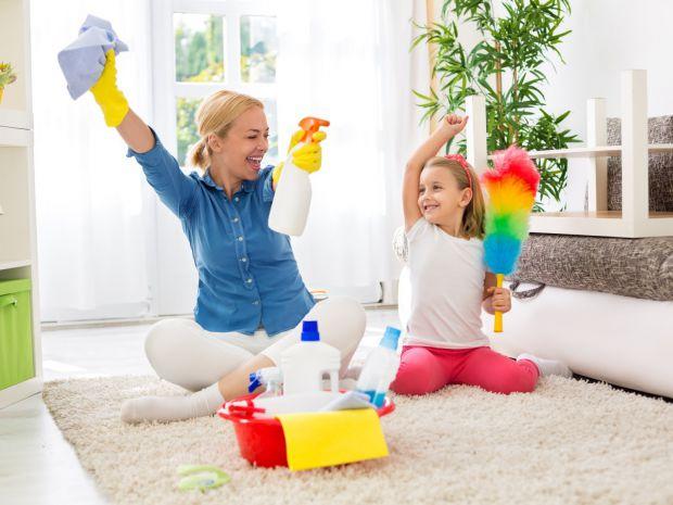 Прибирання повинне бути безпечним. Особливо, коли в домі маленька дитина.
