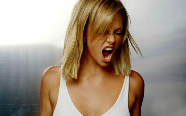 Перепади настрою, образливість, сльозливість і необґрунтована агресія - всі ці симптоми ти неодноразово зазнала на собі, якщо ти - дівчина. Хлопців та