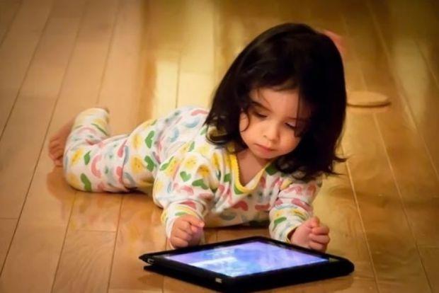 Сучасні діти з раннього віку проводять час в телефонах та планшетах, так їх батьки заохочують іграми й мультфільмами. Це звичайно, негативно впливає н