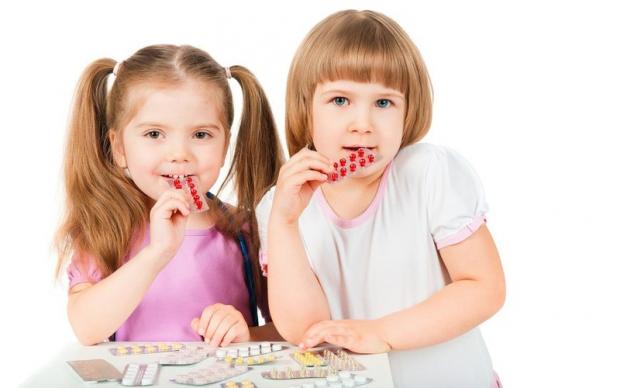 Значна частина дитячих ліків містить ті ж хімічні добавки, що й дитячі солодощі та інші продукти для дітей. Часто такі компоненти можуть нашкодити дит