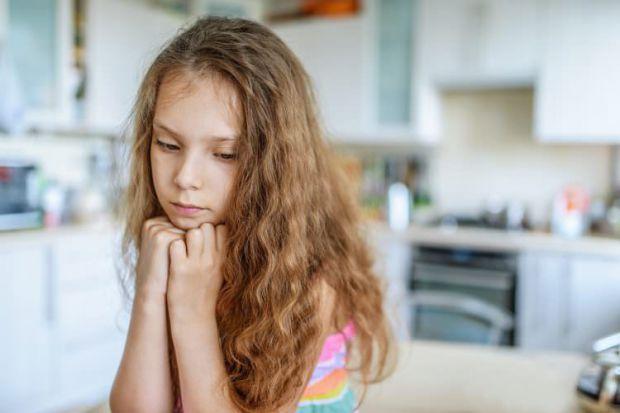 Батькам варто вчасно помітити ознаки того, що у дитини низька самооцінка, зрозуміти, звідки взялася невпевненість в собі і допомогти їй справитися з ц