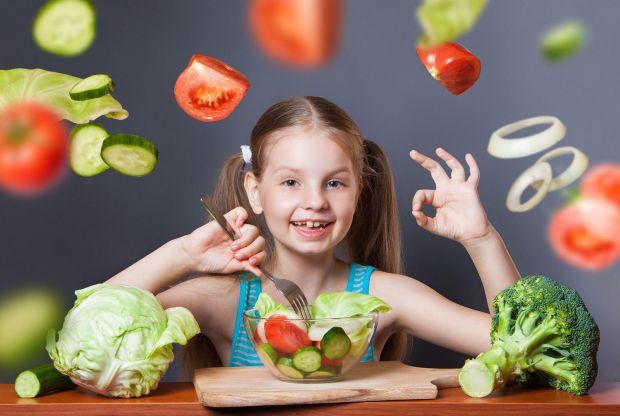 Фахівці в області харчування з Малайзії розповіли, як можна привчити дитину до корисної їжі.