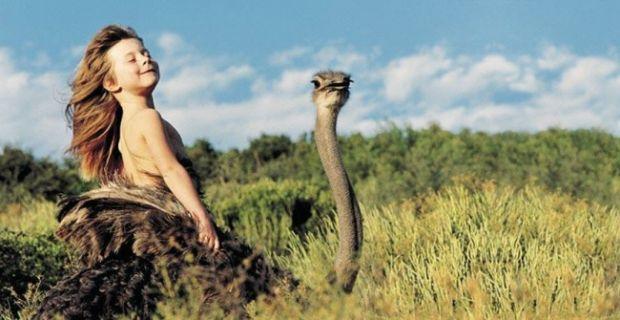Тіппі Дегре народилася в Африці в сім'ї французьких фотографів дикої природи.Юна модель народилася 1990 року і виросла в африканській пустелі, встанов