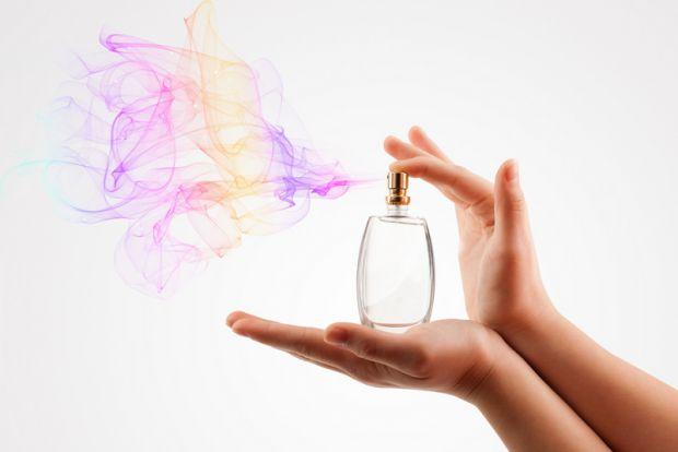 Якщо говорити про парфуми, то варто нагадати, що люди використовували різні аромати протягом століть, щоб стимулювати почуття. Перші, унікальні суміші