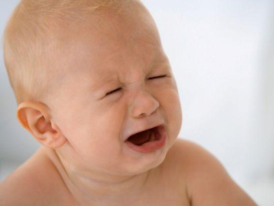 Дитина кричить, батьки в розпачі, бо нічого не допомагає.Маленькі діти часто капризують. І, деколи, потрібно трохи часу, поки батьки навчаться розумі