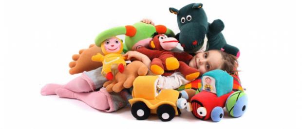 Перед тим, як купити чи подарувати дитині іграшку, подумайте чи вона не нашкодить її здоров'ю.