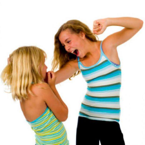 Мало кому з батьків хочеться чути, що їх дитина нечемна, але чому так трапляється, що підліток стає агресивним?