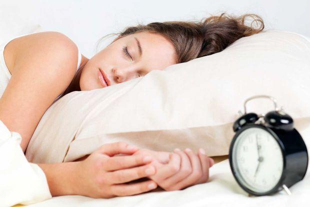 Вчені з Кембриджського університету дослідили процеси, що відбувається в мозку людини під час сну.