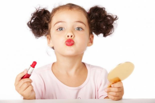 А ви знали, що хімічні речовини, які входять до складу парфумерії та лосьйонів для тіла, прискорюють статеве дозрівання дівчаток?