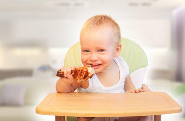 Багато дорослих, які відмовились від м'яса, кажуть, що стали краще почуватись. Та чи можна дітям відмовлятись від такої їжі?