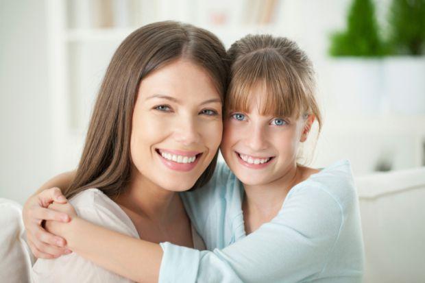 Мамі обов'язково потрібно звертати увагу на поставу дівчинки! У першому-четвертому хребцях знаходяться корінці нервів, які забезпечують чутливість гру