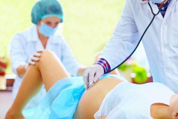 Цілком здорові жінки звертаються до лікарів з проханням про кесарів розтин не через медичні показання. Вони бояться вагінальних пологів через розповід