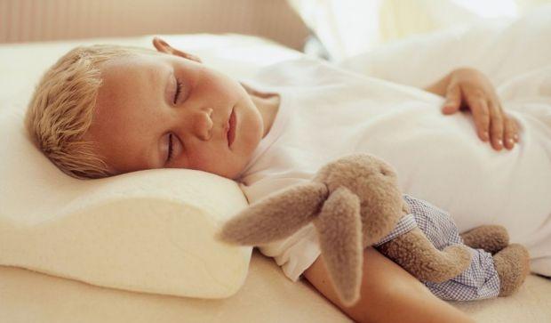 Коли варто купувати подушку для малюка і як вона може вплинути на його здоров'я - читайте далі.