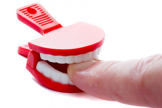У дітей є звичка - гризти нігті, але це зовсім не здорово! Під ними безліч мікробів і виглядає це не привабливо, коли нігті обгризені.