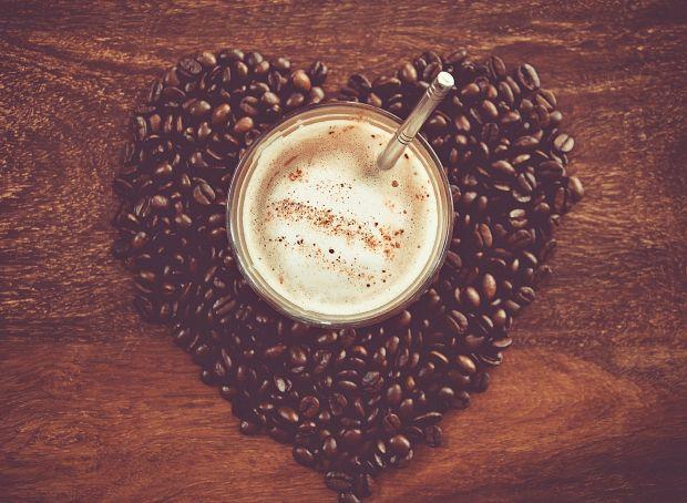 Більше 3 горняток кави на день вдвічі збільшують шанси розвитку діабету.Любителі кави можуть зіткнутися з переддіабетом, якщо їх тіло погано справляєт