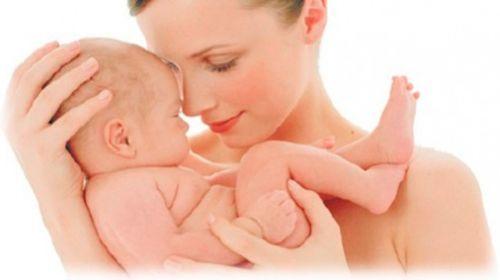 З дітками потрібно займатися з народження. Уже з першого місяця дитину можна знайомити з навколишнім світом, звуками, предметами, емоціями та рухами.