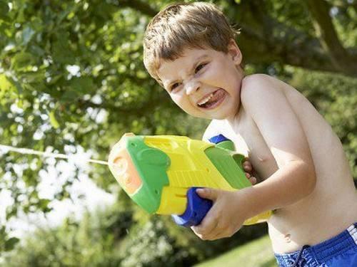 Американська асоціація проти небезпечних іграшок вирішила попередити батьків про можливі проблеми з популярними літніми забавами.