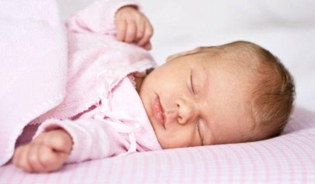 Як вкласти малюка спати без капризів - читайте далі.