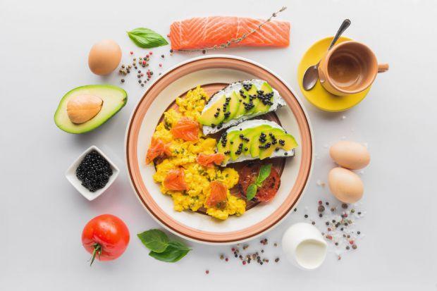 Кетогенна дієта допомагає прискорити втрату ваги. І на відміну від інших дієт, через високий вміст білка, вам не доведеться постійно голодувати.