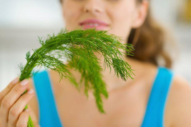 Кропові насіння багаті вуглеводами, містять жири і білки, що складаються з амінокислот. У сухих плодах є майже вся група вітамінів B, жиророзчинні віт