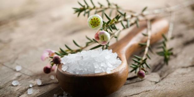 Німецькі вчені розкрили складну ланцюжок впливу споживання кухонної солі на ризик гіпертонії і розсіяного склерозу.
