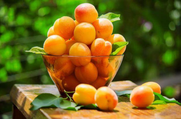 Ягоди і фрукти, які приносять користь здоров'ю.