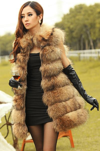 Жилети з хутра - справжній хіт серед жінок. Особливо для модниць, які цінують ексклюзивний одяг. Жилети з хутра є ідеальним доповненням до образу взим