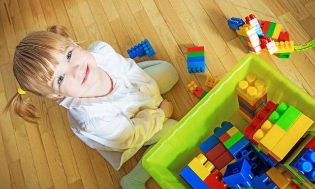 Поради, як змалечку навчити дитину прибирати за собою.