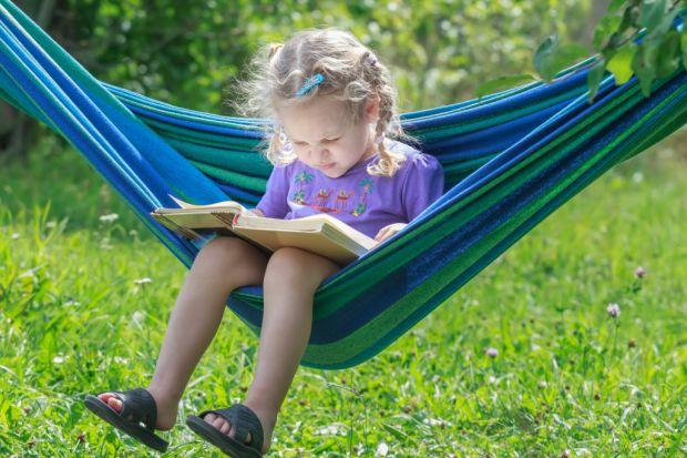 Усі діти люблять канікули. Адже тільки в цей час дитина належить сама собі та може робити те, що захоче. З обговореними обмеженнями, звичайно. Скільки
