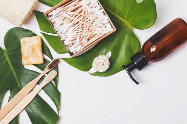 Відомий український педіатр Євген Комаровський розповів про небезпеки, які можуть бути у любителів ватних паличок.