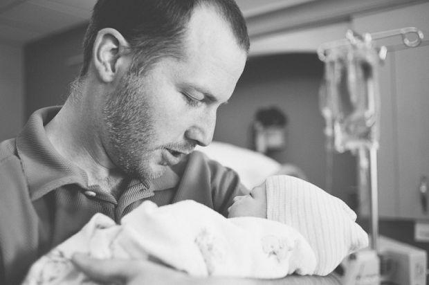 Дослідники з Нотрдамського університету прийшли до висновку про те, що перші миті після пологів важливі не тільки для зв'язку матері і дитини, але і д
