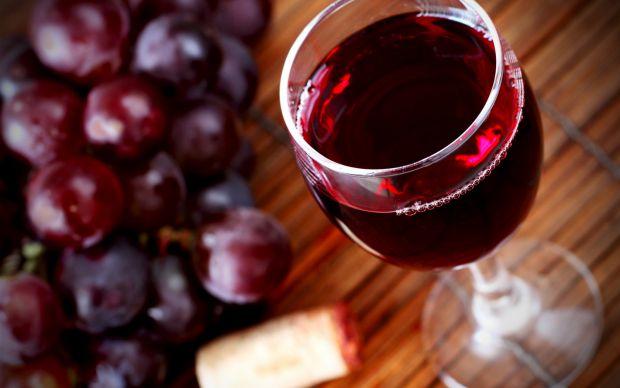 Якщо ви ведете сидячий спосіб життя, вам необхідно вживати бокал червоного вина щодня.