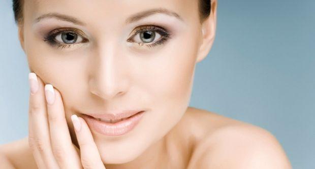 Те, що можна зробити вдома.При очищенні шкіри обличчя в домашніх умовах слід дотримуватися певних правил. По-перше, потрібно ретельно вмитися за допом