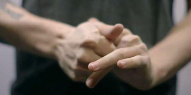 Зазвичай любителям похрумтіти пальцями пророкують артрит та інші неприємності. Однак медики в цьому питанні поки не прийшли до єдиного рішення.