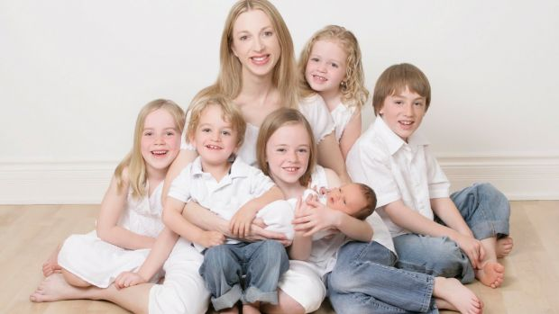 Вчені з Cambridge University стверджують, що чим більше у матері дітей, тим вищий ризик хвороб для її здоров'я.