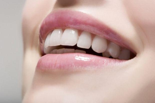 Стоматологи розповіли, що не тільки такі фактори, як неналежна гігієна, шкідлива їжа і згубні звички, негативно впливають на стан здоров'я порожнини р