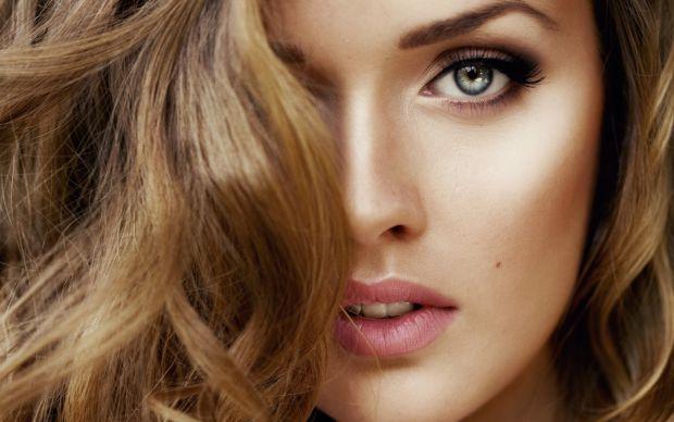 Кожній жінці хочеться якомога довше виглядати молодою і красивою. На допомогу їй приходять як перевірені часом, так і сучасні косметичні засоби по дог